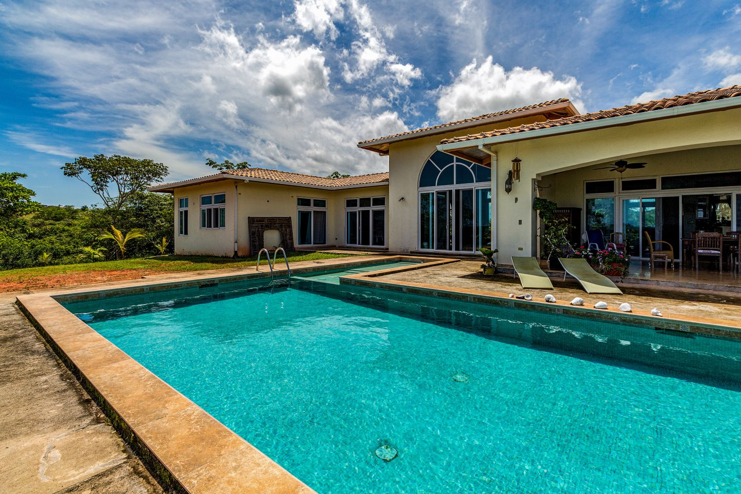 Anuncios in Houses and Land - Villa